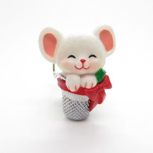 Vtg Mouse Thimble Christmas Pin Brooch Hallmark